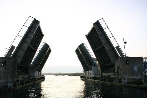 Looking back at Swansea Bridge